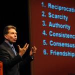 invloed-robert-cialdini-principes-overtuiging-header